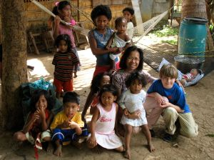 Lina, Tor and children of Kanawan:  December 2008
