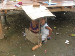 Shelter from the rain: they can build a house too!