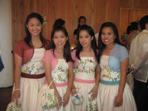 """The dresses and """"boleros"""" worn over the shoulders are made of jusi."""
